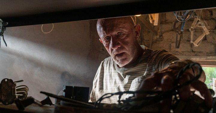 מייק בבידוד Greg Lewis/AMC/Sony Pictures Television באדיבות yes