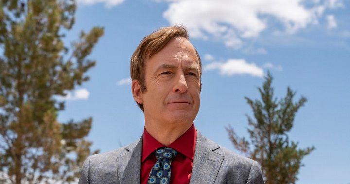 סול מתבונן בנחת בבלגן שהוא יוצר. Greg Lewis/AMC/Sony Pictures Television באדיבות yes